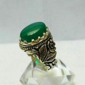 انگشتر عقیق سبزطرح گل سیاه قلم