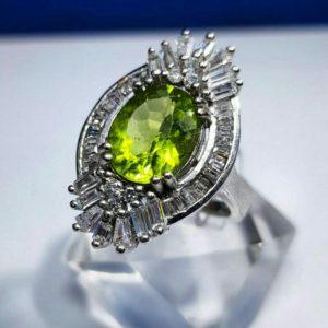 انگشتر زبرجد اصلی زیبا و خوش رنگانگشتر زبرجد اصلی زیبا و خوش رنگ