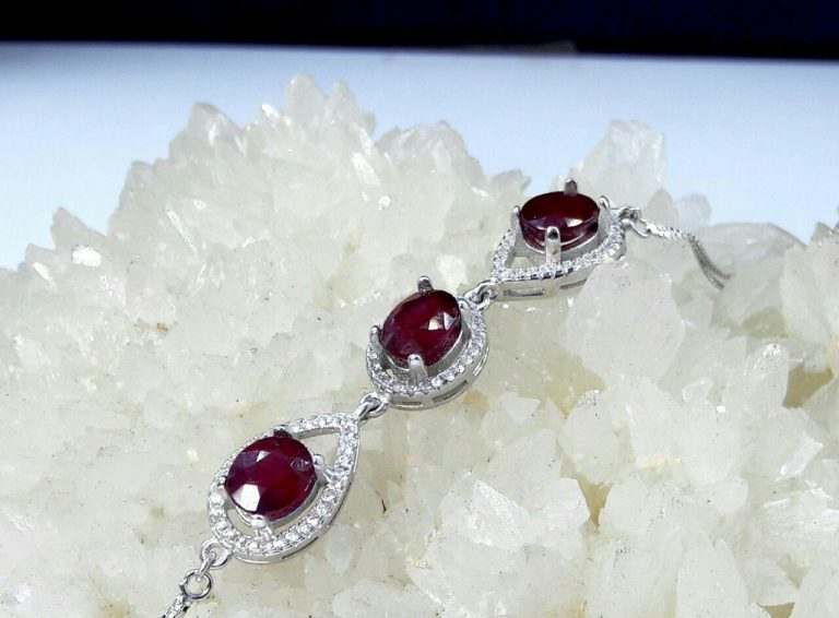دستبند ۳ نگین یاقوت قرمز اصل نقره ابکاری شده