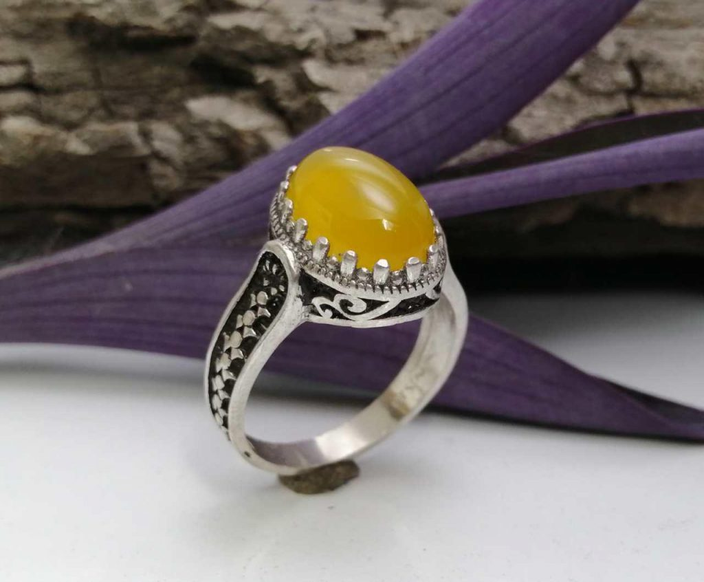 انگشتر عقیق زرد شرف شمس به وقت 19 فروردین