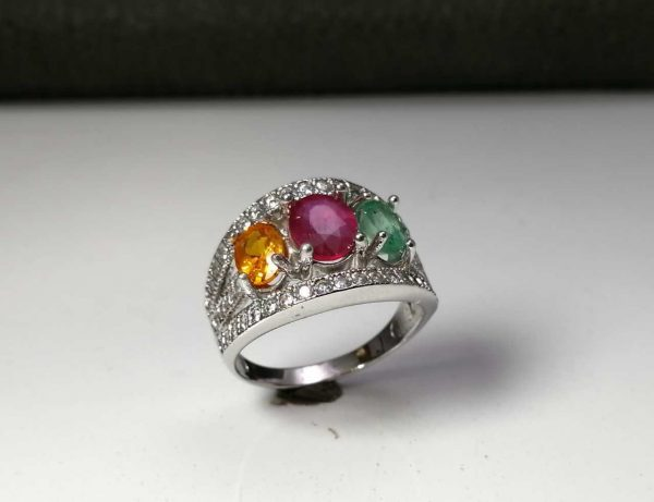انگشتر جواهری سنگ اصلی یاقوت سرخ آفریقایی. زمرد اصلی. یاقوت زرد اصلی