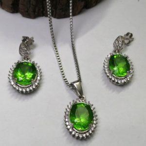 نیم ست جواهری مدال و گوشواره نگین سبز زیبا
